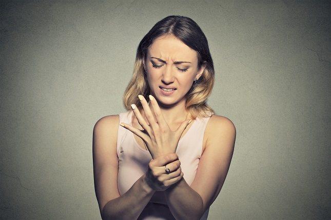 Si comienza a notar dolor en la palma de la mano y tiene síntomas de entumecimiento u hormigueo, acuda a la consulta de su médico de cabecera