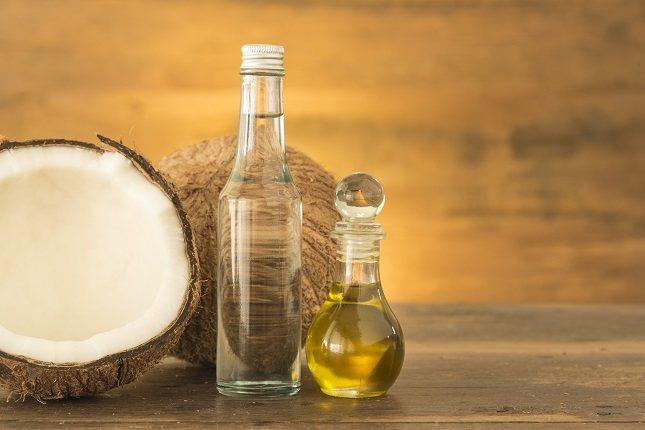 Lo primero de todo hay que saber que el aceite de coco es un aceite vegetal