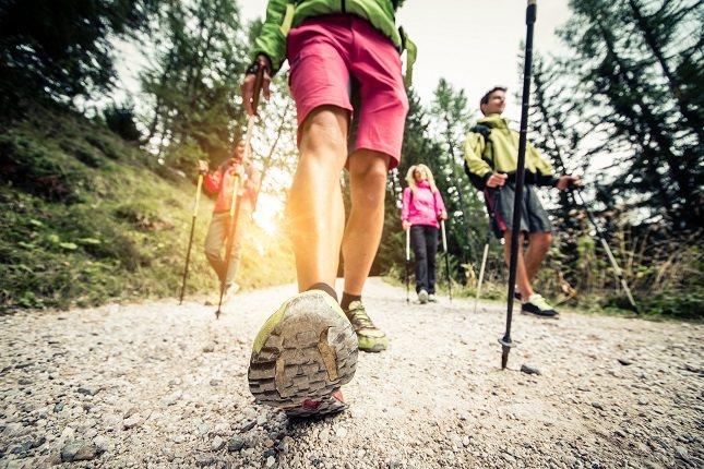 Informa a personas de tu alrededor que vas a caminar y por dónde harás la ruta