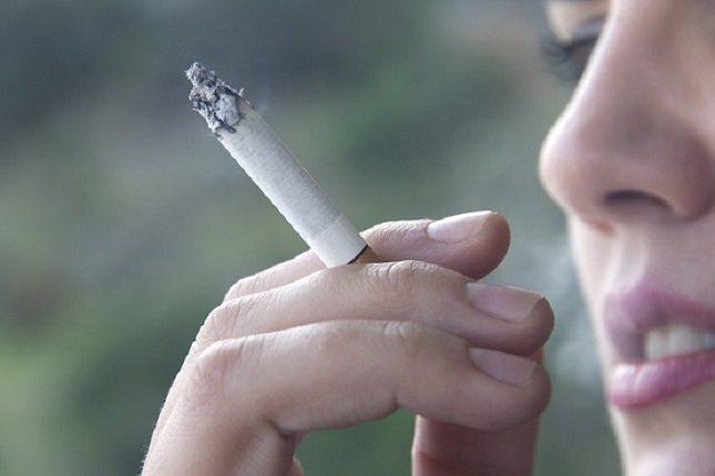 Los fumadores mayores generalmente fuman más que las personas más jóvenes