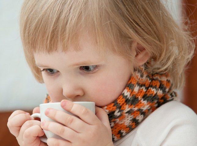 Para prevenir los resfriados es necesario que los niños no se toquen los ojos ni la nariz con los dedos