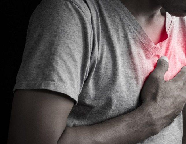 Son muchas las personas con un estado de ansiedad bastante alto que sufren tal dolor en el pecho y lo confunden con el de un infarto al corazón