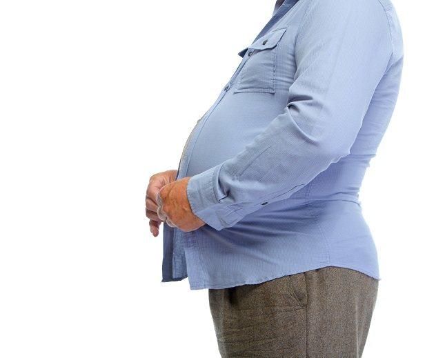 Los hombres también tienen cambios hormonales que pueden afectar a su peso a medida que envejecen