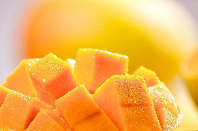 El mango, al igual que el resto de frutas tropicales, también tiene un alto nivel calórico