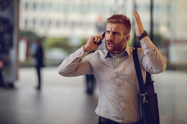 Los hombres también pueden experimentar cambios de humor como resultado de las hormonas