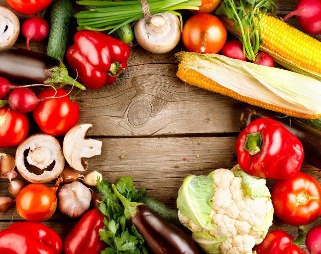 Es necesario que los niños aprendan a comer verduras o comidas con menos sal, azúcar y grasas
