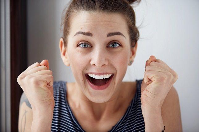 Es algo natural que las personas que sonríen nos parezcan más atractivas