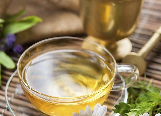 El té de manzanilla se puede hacer con manzanilla alemana o romana
