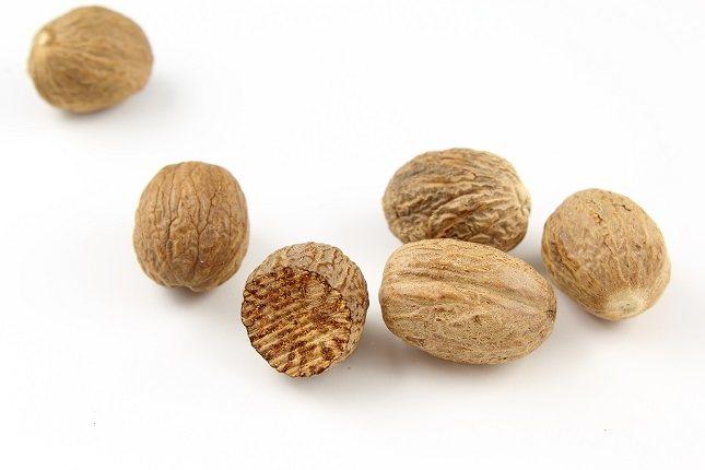 La nuez moscada se puede utilizar para condimentar productos horneados dulces