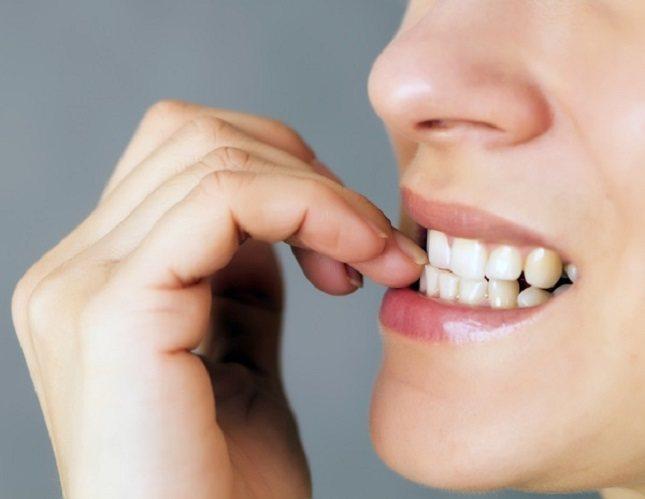 Un individuo obsesionado en laetapa oralpuede comenzar a comer o fumar excesivamente