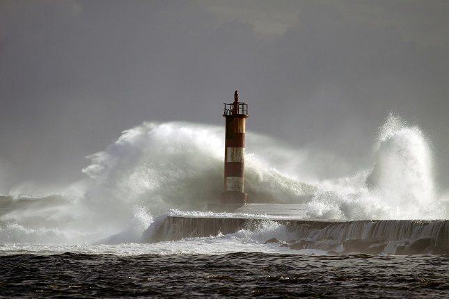 Los vientos fuertes pueden hacer que las cosas vuelen sin control