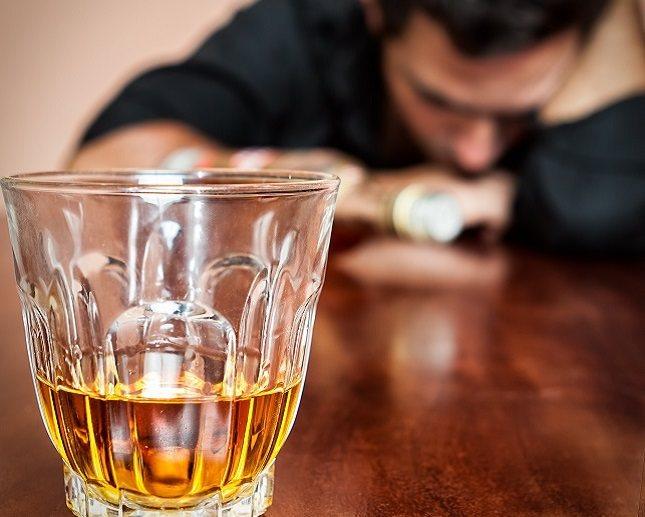 Cuando una persona es alcohólica su familia puede salir perjudicada