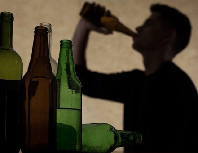 Una persona que está acostumbrada a beber alcohol puede resultarle muy complicado decirle que no a su consumo