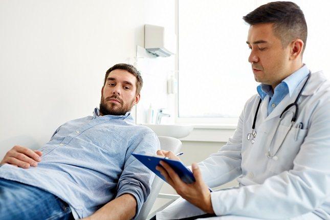 La disfunción eréctil es otro de los motivos por los que un hombre debe acudir al urólogo
