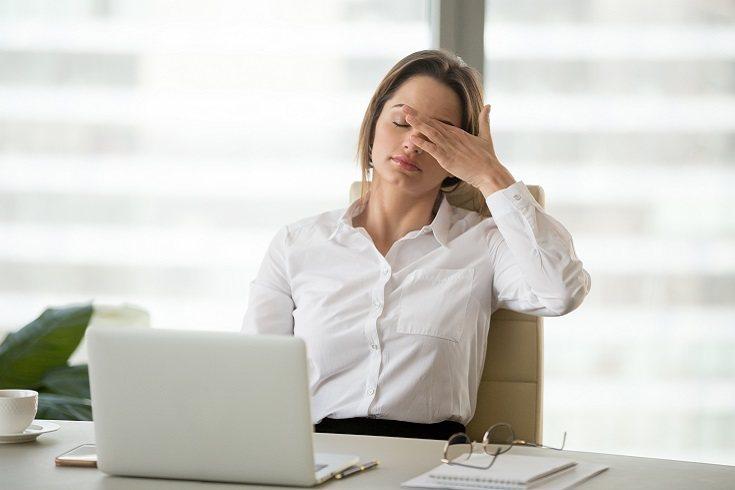 El agotamiento es una reacción al estrés laboral prolongado o crónico