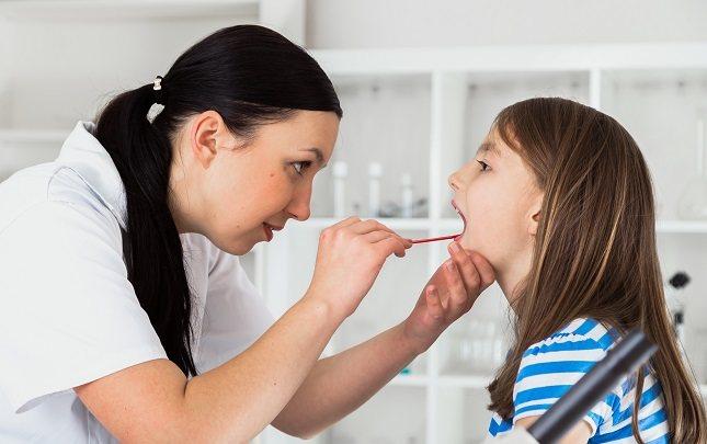 El herpes labial suele extenderse a la zona de la lengua