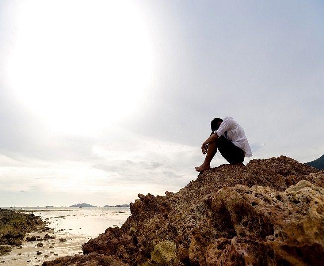 Los sentimientos de soledad también pueden aportar cierto dolor emocional