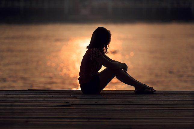Ayudar a otras personas te ayudará a salir de tu soledad