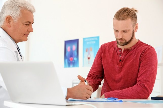 lLos hombres deben acudir a la consulta del urólogo a hacerse un chequeo