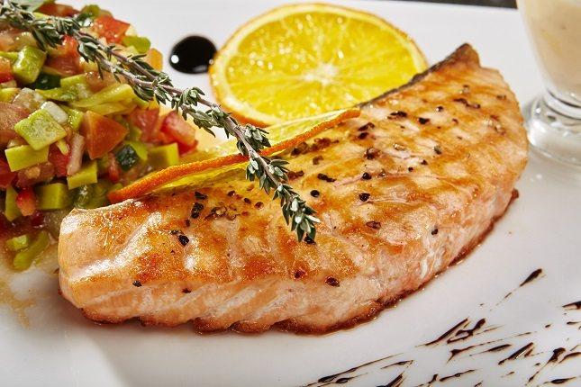 La caballa, el atún, la trucha o el salmón son una fuente muy importante de ácidos grasos omega-3