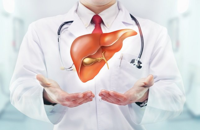 El reflujo gástrico es otro de los síntomas que puede sufrir una persona con problemas en el hígado