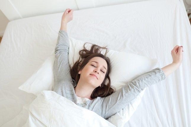 La causa principal para dormir cuando se acerca la mañana es el insomnio
