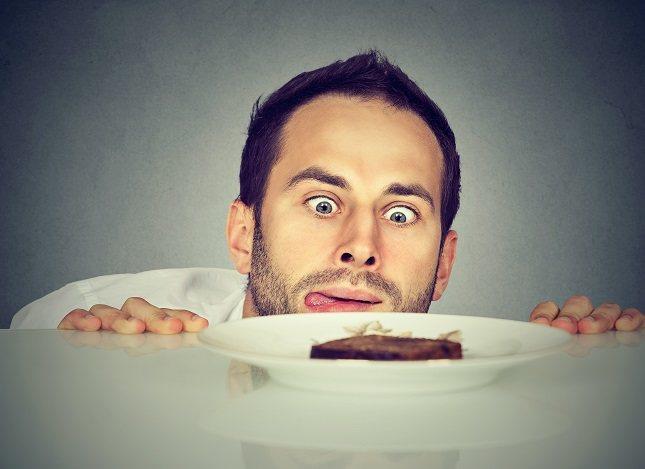 Puedes tener la sensación de tener hambre si estás ligeramente deshidratado