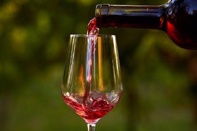 La verdad sobre el vino tinto es que un vaso al día puede ser saludable