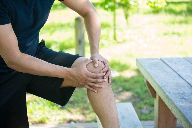 Si te duelen las rodillas es posible que el tan simple hecho de caminar te parezca todo un desafío
