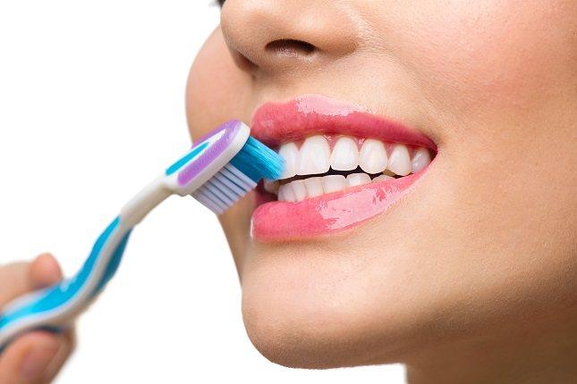 Los dientes no son las únicas cosas en la boca que deben limpiarse
