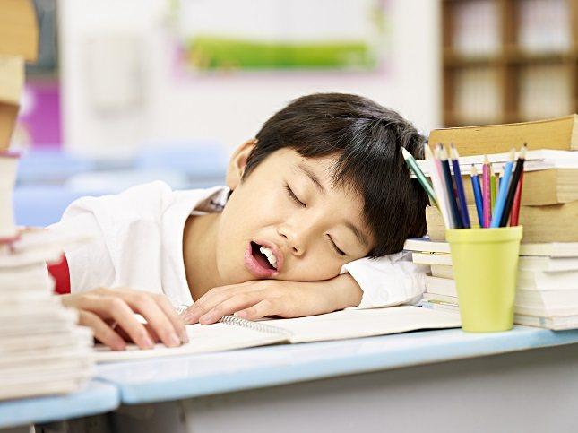 Son muchos los niños que roncan en todo el mundo