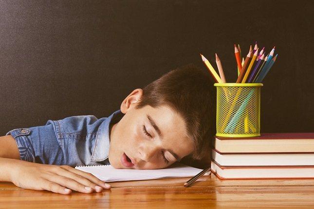 Los niños con apena obstructiva del sueño generalmente duermen con interrupciones