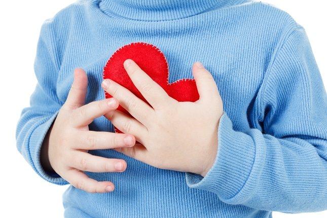 Es importante tener en cuenta que una frecuencia cardíaca muy rápida o lenta puede ser una emergencia médica