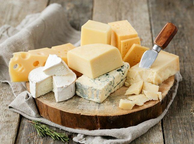 Intenta comprar queso que tenga la menor cantidad de ingredientes posibles