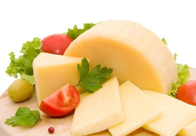 Busca las maneras de que tu hijo coma queso que le guste y que pueda disfrutar