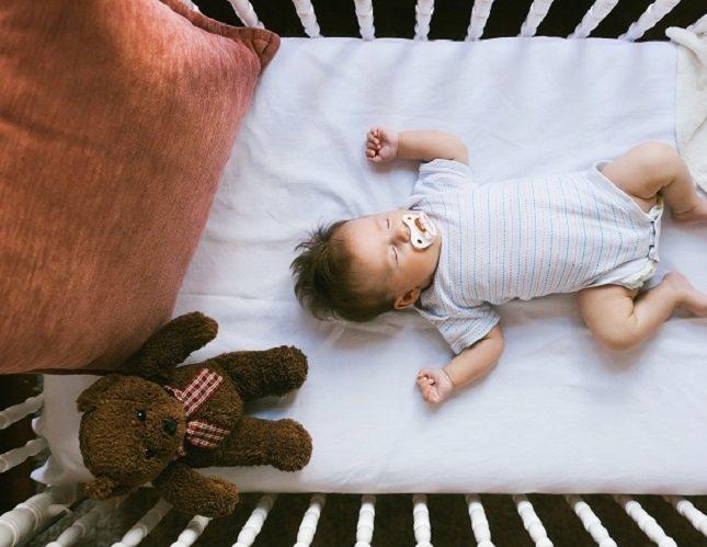 Dormir es fundamental para la salud de los bebés y niños pequeños