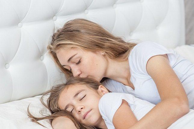 Son muchas razones diferentes las que pueden llevar a una madre a dormir con sus hijos