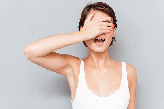 No hay causas claras que expliquen el por qué se produce este tipo de temblor nervioso en el ojo