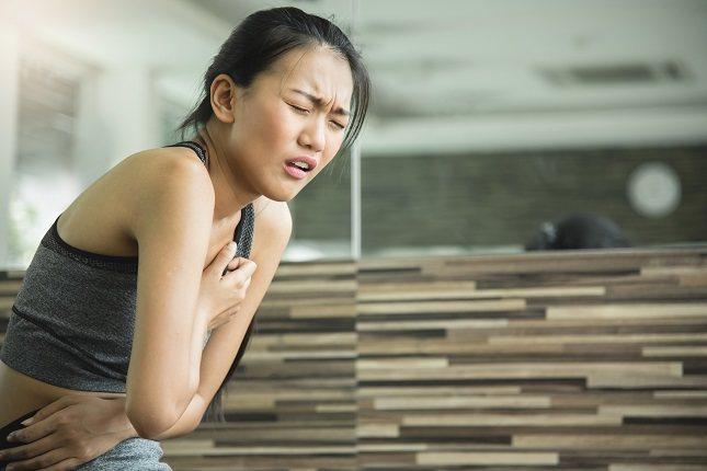 El dolor que se siente en el lado derecho puede deberse a un problema en esa área en particular