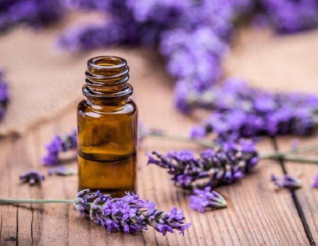 Hay una gran variedad de aceites esenciales que se pueden utilizar para tratar de eliminar una verruga plantar