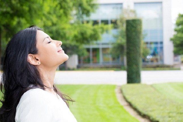 La respiración regulada es una técnica de terapia que es introducida por un terapeuta del habla