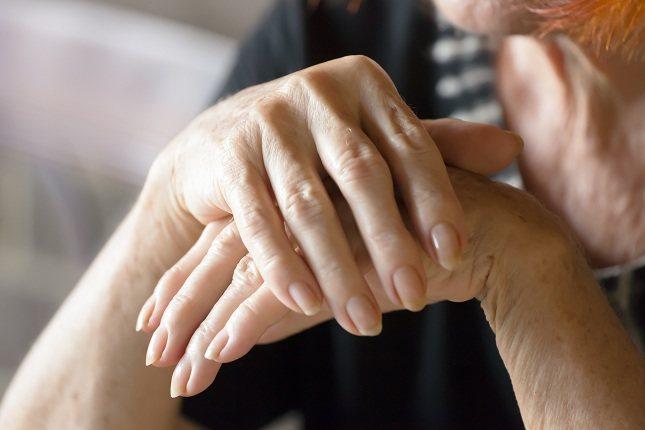 La piel seca y agrietada puede ocurrir en cualquier momento del año