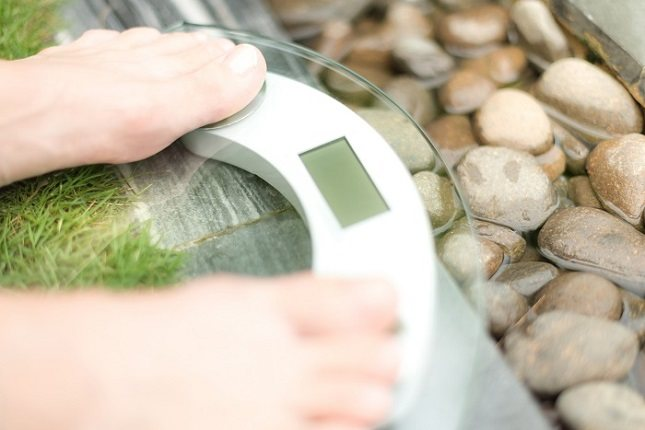 Piensa en aperitivos nutritivos entre tus comidas que te llenarán sin tener muchas calorías