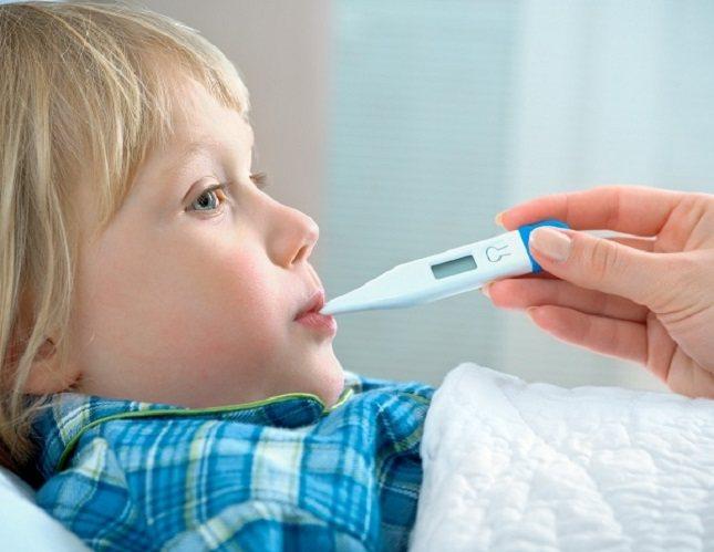 Los líquidos adecuados son vitales para un niño con neumonía