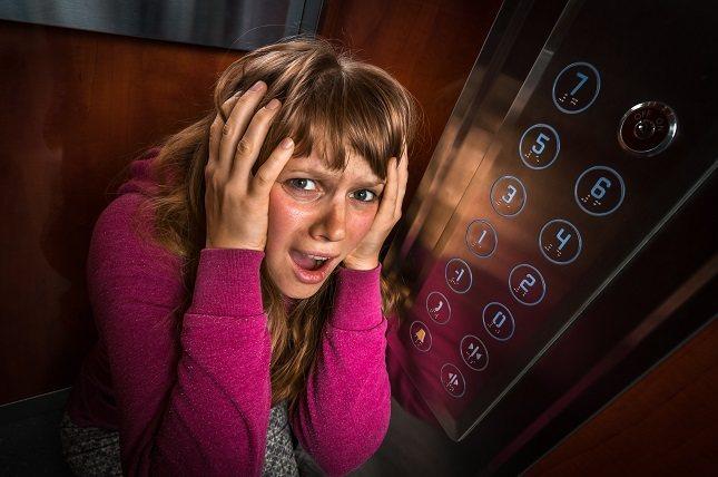 Muchos claustrofóbicos tienen miedo de situaciones en las que sus movimientos son restringidos