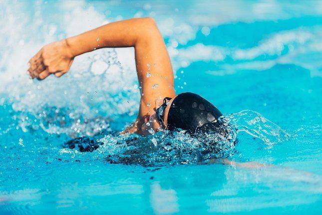 La natación es una forma de ejercicio aeróbico de energía intensa