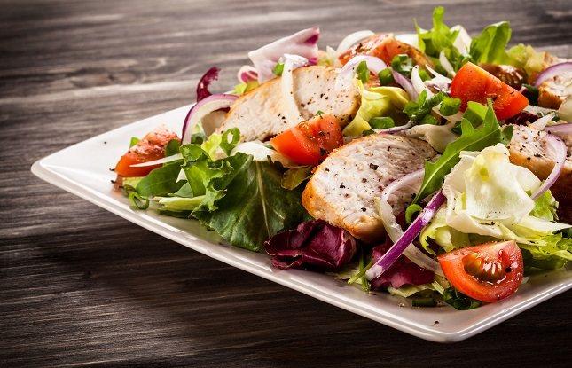 Para perder peso, se deben consumir entre 500 y 1.000 calorías menos que sus requerimientos calóricos