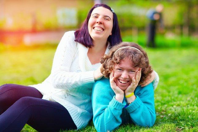 Los adultos con discapacidad intelectual o del desarrollo se benefician de la interacción social