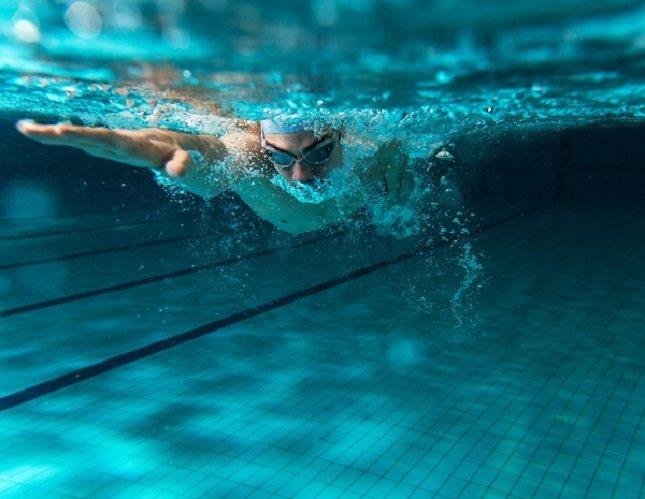 La natación es un deporte apto para todo el año