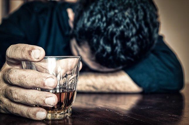 Con frecuencia beber demasiado alcohol es perjudicial para la salud